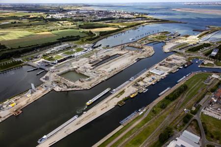 Bimplus helps build one of the largest locks in the world. Copyright: Van der Kloet Foto & Videoproducties
