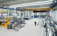 Großformatige Meldungen als LED-Laufschrift in der Werkhalle