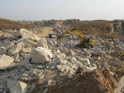 Atlas Copco Hydraulikhammer versorgt den Bau der Hyderabad Ringstraße mit Zuschlagstoffen