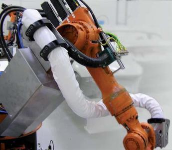 Spezialschutzmantel für Robotik-Anwendungen, überall wo's heiß zugeht