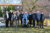 Besuch aus dem Wachstumsmarkt China in Haselünne. Die Delegation ließ sich die Produkte und ihre Produktion von Geschäftsführer Bernd Esders (7.v.l.) zeigen.