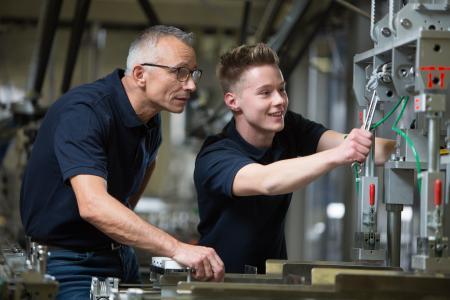 Die Ausbildung von Fachkräften hat traditionell einen hohen Stellenwert bei Optima. Aktuell befinden sich mehr als 150 Auszubildende im Unternehmen