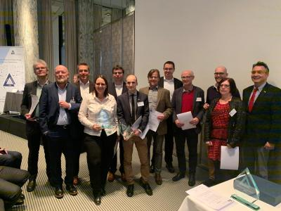 The team at the final event with distinction: Industry: Dr. E. Klopp, Group Leader Medical und F. Hein, Support Engineer, Hamamatsu Photonics Deutschland; Industry: J. Dettman, Account Manager DACH, SECTRA; Hospital: Dr. S. Klein, Assistant Medical Director, Godparent: Prof. Dr. R. Büttner, Executive Manager Pathology, Universitätsklinikum Köln; Hospital: A. Henkel, CIO, Dr. K. Steiger, Senior Physician Pathology, Godparent: Dr. E. Frank, University Hospital of the Technical University Munich; Hospital: W. Sbaih, Head of IT KliLu and Innovation and Technology Rhein-Neckar, Godparent: Prof. Dr. M. Andrulis, Chief Physician Institute for Pathology, Clinical Centre Ludwigshafen am Rhein; Consultant: C. Vosseler, Vosseler Consulting, Inhaberin / Photosource: Entscheiderfabrik