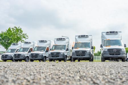 Die ersten von 34 Zustellfahrzeugen, mit denen trans-o-flex ThermoMed Austria einen neuen Qualitätsstandard setzen will, Foto: trans-o-flex