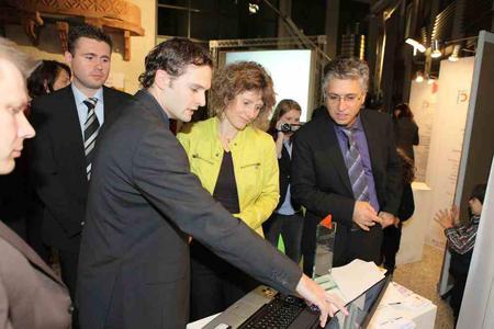 Fasihi-Mitarbeiter mit der rheinland-pfaälzischen Wirtschaftsministerin Eveline Lemke.