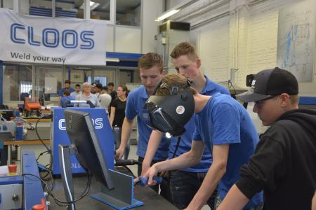 Im Rahmen des Informationstages konnten die Besucher unter anderem das Schweißen am Simulator ausprobieren