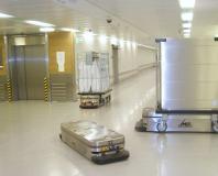 Fahrerloser Unterfahrschlepper Caesar für den automatisierten Transport in Kliniken und Krankenhäusern / Quelle: MLR Gruppe