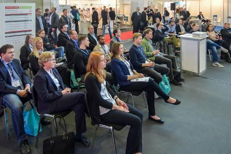Vertreter aus Unternehmen und Wissenschaft präsentierten an zwei Tagen, auf drei Vortragsbühnen Neues und Wissenswertes rund um Granulat-, Pulver- und Schüttguttechnologien