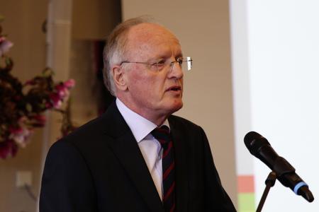 Dr. Reinhard Laumanns