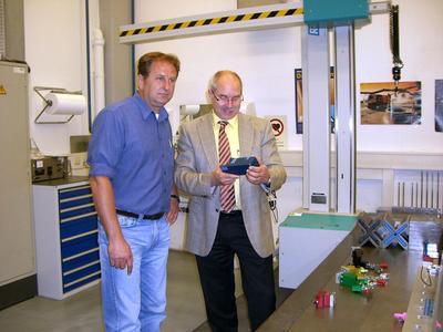 Dieter Fuidl  (Teamleiter Messtechnik Vorserie bei MAN) und Thomas Späth  (Sales Engineer, Horst Witte Gerätebau Barskamp KG)