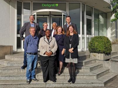 Delegation der Institute Atlanta Technical College und Felix-Fechenbach-Berufskolleg mit Delignit-Vertretern (links hinten: HR Manager Wolfgang Wolf, rechts hinten Excecutive Ass. Dominik Fitz)