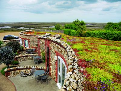 "White Horse / Brancaster Staithe in Norfolk (Great Britain), ZinCo system build-up ""Sedum Carpet"", Photo: ZinCo"
