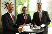 Freuen sich auf eine weitere zukunftsweisende Zusammenarbeit: Vasilios Triadis, Vorstandsvorsitzender der P&I, Reinhold Harnisch, krz-Geschäftsführer, Dieter Blume, krz-Verbandsvorsteher