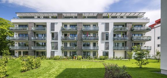 Das neue Wohnquartier am Windausweg in Göttingen wird höchsten Ansprüchen an Wohnkomfort und Energieeffizienz gerecht. Zur Beschichtung der Gebäudehülle setzten die Verantwortlichen auf  eine Fassadenfarbe mit Nano-Quarz-Gitter-Technologie, die für langfristig saubere und brillante Oberflächen sorgt. Foto: Caparol Farben Lacke Bautenschutz