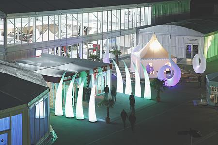 Der Eingangsbereich zur INTERTENT wurde mit dem Cyclone quatro gestaltet.