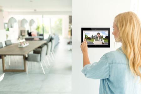 PEAKnx und DoorBird kooperieren: Smarte Steuerung der Haustür über KNX-Panels
