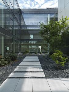 Innenhof im BFFT-Headquarter in Gaimersheim