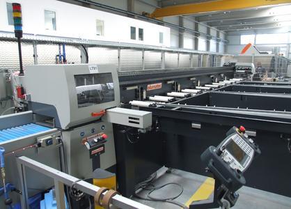SAP 650: Sägeautomat mit elektronischem Pushersystem und automatischem Eintransport aus dem Vorlegemagazin. So lässt sich unterbrechungsfrei arbeiten
