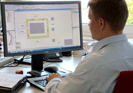 Erleichtert Anlagenplanern die Arbeit: Der Software-Demonstrator, den IPH und GFaI gemeinsam entwickelt haben. (Foto: Susann Reichert / IPH)