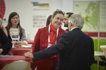Austausch zwischen Wirtschaft und Wissenschaft: Die bionection bietet Gelegenheit für direkte Gespräche mit potentiellen Kooperationspartnern / Foto: Marco Warmuth Fotografie