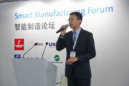 Xiaolong Hu, Geschäftsführer von UNITY in China, moderierte den UNITYinnovationday.