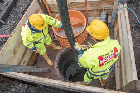 Mit der Schacht-in-Schacht-Sanierung bietet REHAU eine dauerhafte und effektive Alternative zu den bekannten Sanierungsmethoden (Bildrechte: Bernd Holzhäuser)