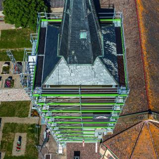 Bild 4 Die Kircheneinrüstung weist in jeder Höhe ebene Arbeitsflächen ohne störende Stolperfallen auf. (Foto: PERI Deutschland)