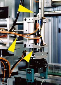 Klein-Stoßdämpfer verhelfen dem Betreiber dieser Montagestation zu bis um 50% gesteigerten Taktzeiten