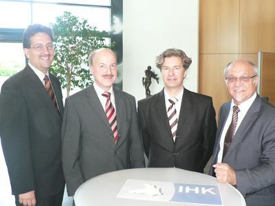 Referent Wirtschaftsförderung Thomas Leykauf, Stv. IHK-Hauptgeschäftsführer Dr. Helmut Kessler, KfW-Referent Peter A. Reichenberg, HWK-Geschäftsführer Toni Gmyrek, (von links nach rechts)