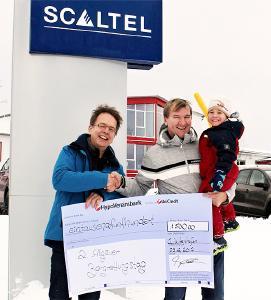 Spendenübergabe der SCALTEL AG mit Joachim und Fabius Skala an Michael Osberghaus, Geschäftsführer des Klinikverbunds Kempten-Oberallgäu
