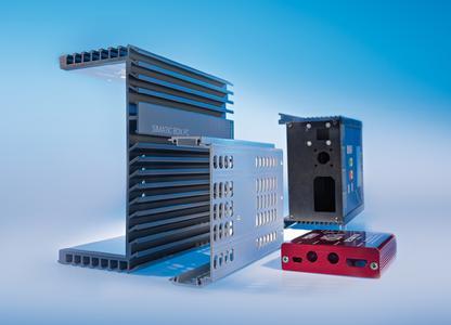 Das CTX-Spektrum an kühlenden Gehäuselösungen umfasst maßgeschneiderte Frontplatten ebenso wie Gehäuseteile in Druckguss, Profil- oder Stanzbiegetechnik sowie technische Aluminiumteile