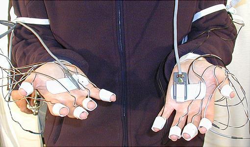 Beheizbarer Handschuh Haende Probandin