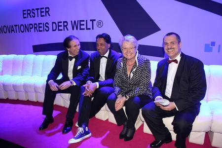 Dr.Ernst Gloede (WCRM), Moderator Cherno Jobatey, Forschungsministerin Dr. Anette Schavan, Marian Trinkel (Geschäftsführender Generalsekretär Innovationspreis)  / (c) WCRM