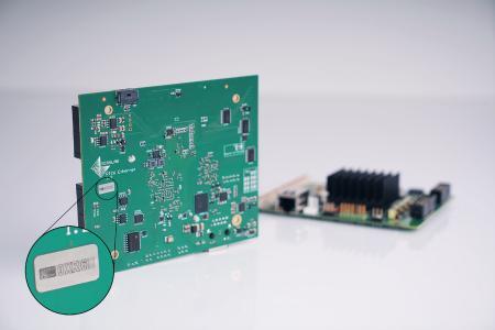 RTC-Ansteuerkarte mit Sicherheitsetikett gegen Produktpiraterie