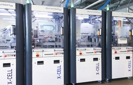 Für die Ferdinand-von-Steinbeis-Schule hat das Unternehmen ZELTWANGER eine Anlage aus vier verketteten X-CELL-Automatisierungszellen entwickelt.