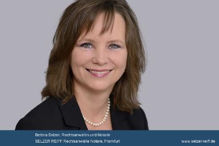 Bettina Selzer, Notarin in Frankfurt, gibt Informationen zur juristischen Vorsorge für Alter und Unfall