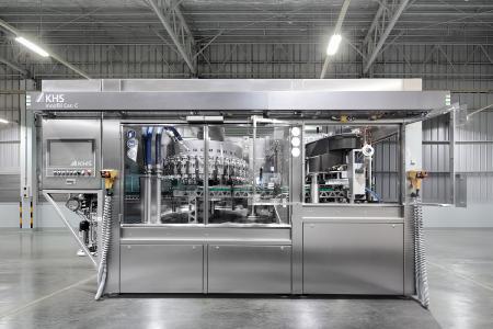 Aún con una huella ambiental pequeña, pero ahora con mayor rendimiento: La Innofill Can C ahora puede llenar hasta 50.000 latas por hora.