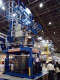 Die Kurtz AZ 80 Niederdruck-Gießmaschine beeindruckte nicht nur mit ihren gewaltigen Abmessungen von 9 m Höhe und 40 Tonnen Gewicht, sondern vor allem mit ihrer Technologie: Zwei Kurbelgehäuse pro Zyklus bedeutet doppelte Produktivität für die Kunden.