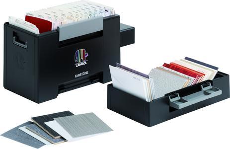 """Gestalten mit Farbtönen und Oberflächen: Eine besondere Planungshilfe ist die neue Caparol-Box """"Farbtöne"""" mit einer Vielzahl an gestalterischen Möglichkeiten für Innenraum und Fassade. Sie enthält alle 1350 Farbtonblätter des 3D-System plus und 105 Oberflächen im praktischen CD Format"""