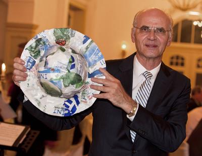 AGPU: Werner Preusker receives the Plastic Sustainability Award 2012