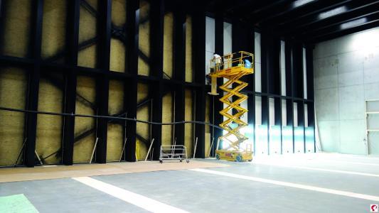 Schließen der Außenhülle durch Holzrahmenbauelemente (Bildnachweis: Messe Dornbirn GmbH)