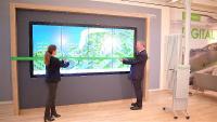 """Die interaktive Multi-Touch-Wand """"The VIEW"""" ermöglicht es Gästen, Unternehmenshistorie und -philosophie sowie das Lösungsspektrum von Schneider Electric besser kennenzulernen"""