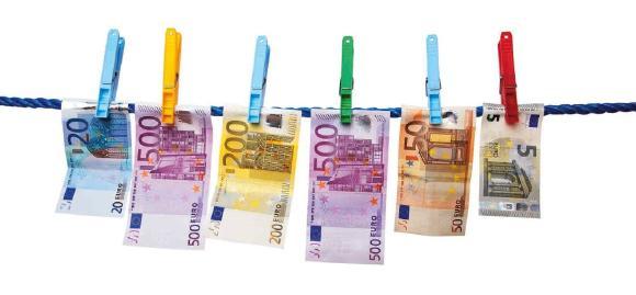 Muss man Bitcoins versteuern? / Foto: © Edler von Rabenstein – Fotolia.com