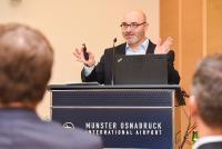 Magnus Wagner, Vorstand der LIS AG, begrüßt die Teilnehmer der Forumstage. (Foto: LIS AG)