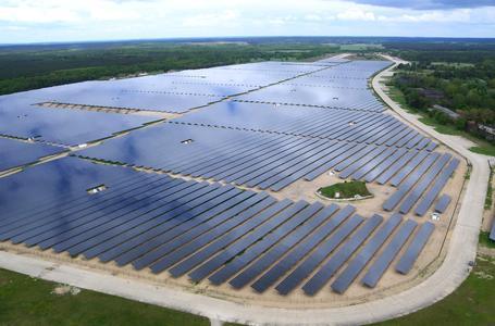 Das Ende 2011 fertiggestellte Solarkraftwerk in Alt Daber bei Wittstock gehört mit 67,8 MWp zu den größten Kraftwerken, die BELECTRIC errichtet hat