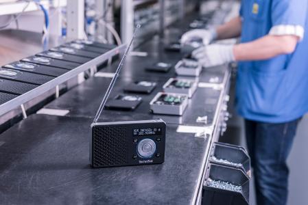 Die Entwicklung der Leiterplatten und Gehäuseteile des DIGITRADIO 1 ist für eine top moderne Fertigung im eigenen Werk in Schöneck ausgerichtet