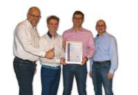 Abgebildete Personen: (v.l.n.r.) Joachim Sturm, Management Systems ABS, überreicht das ISO 27001:2013 Zertifikat an Oliver Bausch (levigo systems gmbh), Frank Sautter (levigo holding gmbh) und Carsten Strozyk (Informationssicherheitsbeauftragter bei levigo).