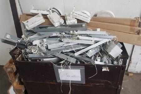 Wir sind dringend auf das Schrott-Recycling angewiesen. Im Schrott sind viele begehrte Materialien enthalten, die in den Wertstoffkreislauf zurückgeführt werden sollten. Da der Umgang mit Schrott aufgrund gefährlicher Inhaltsstoffe heikel sein kann, können die Haushalte den Service der Schrottabholung Witten nutzen und ihren Schrott kostenlos abholen lassen. Das Unternehmen kümmert sich im Anschluss um die Lieferung zu den Schrott-Recycling-Anlagen.