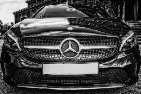 Mercedes beeindruckt durch Design und Strassenlage