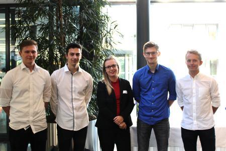 Stefanie Uehlecke, directrice de l'académie Kögel (au centre) et les programmateurs de l'appli Quiz Kögel